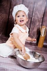 kuchenne rewolucje podczas dziecięcej sesji zdjęciowej Ani